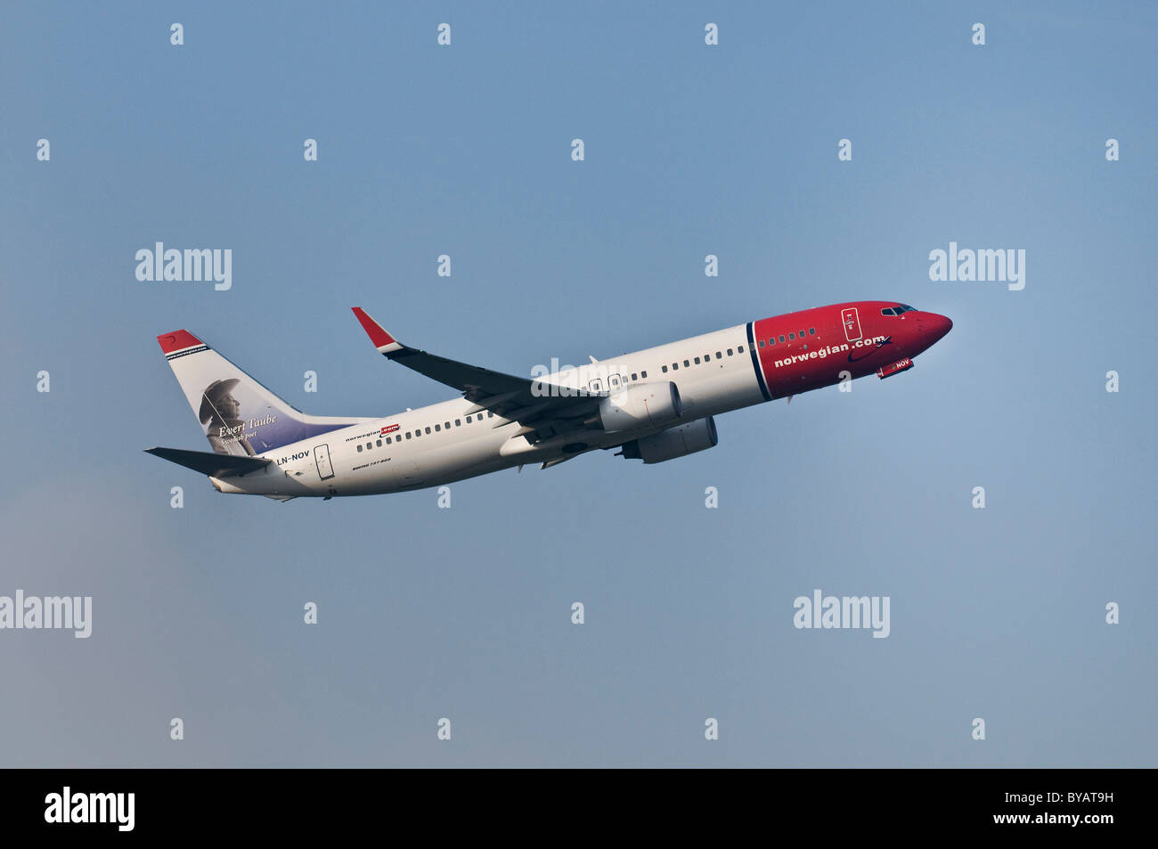 Norwegian Air Shuttle Boeing 737-8FZ, Passagierflugzeug, Klettern Stockbild