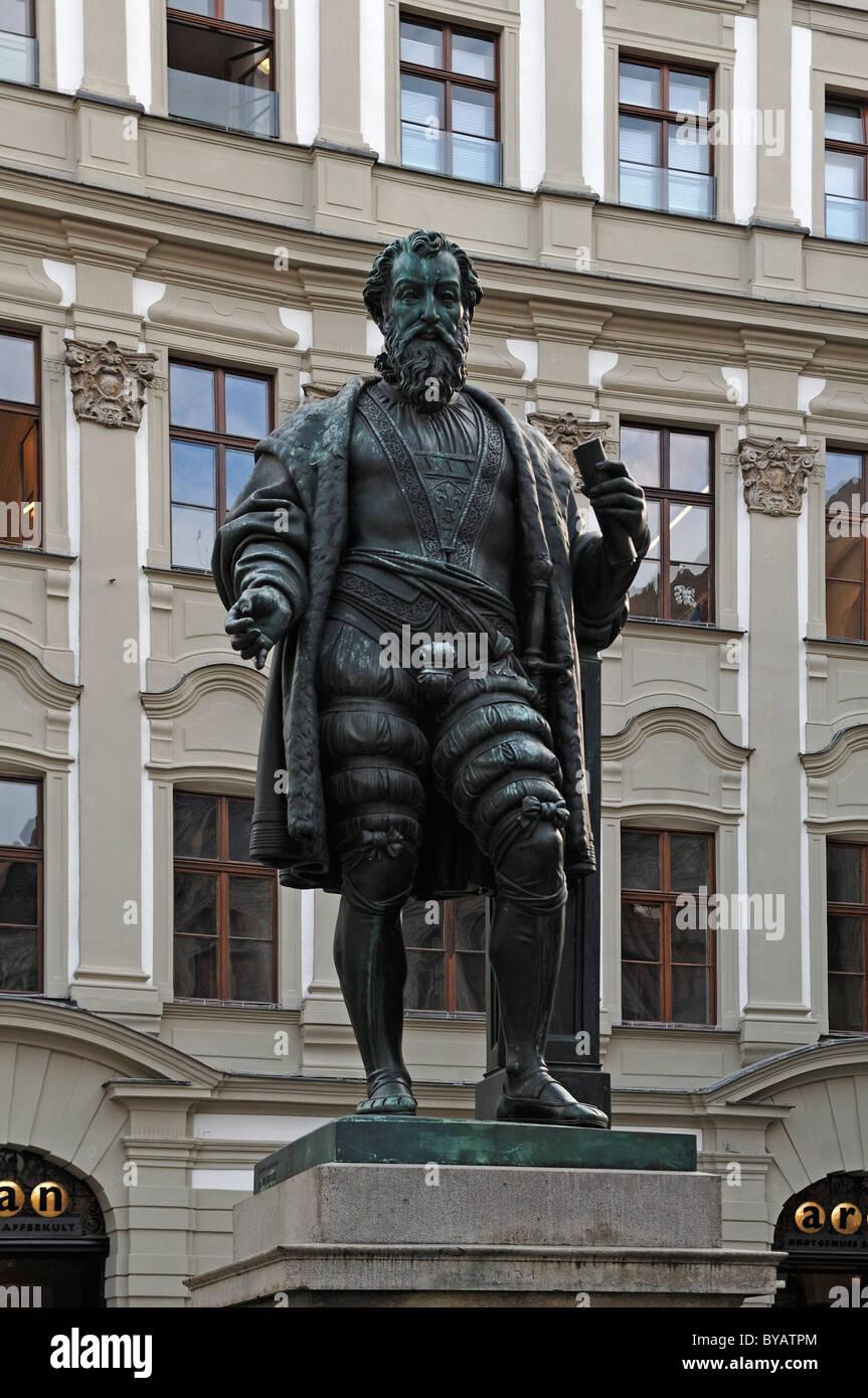 Statue von Hans Jakob Fugger, 1459-1525, geheimer Rat und Hofkammerpraesident, Fuggerplatz-Platz, Augsburg, Bayern Stockbild