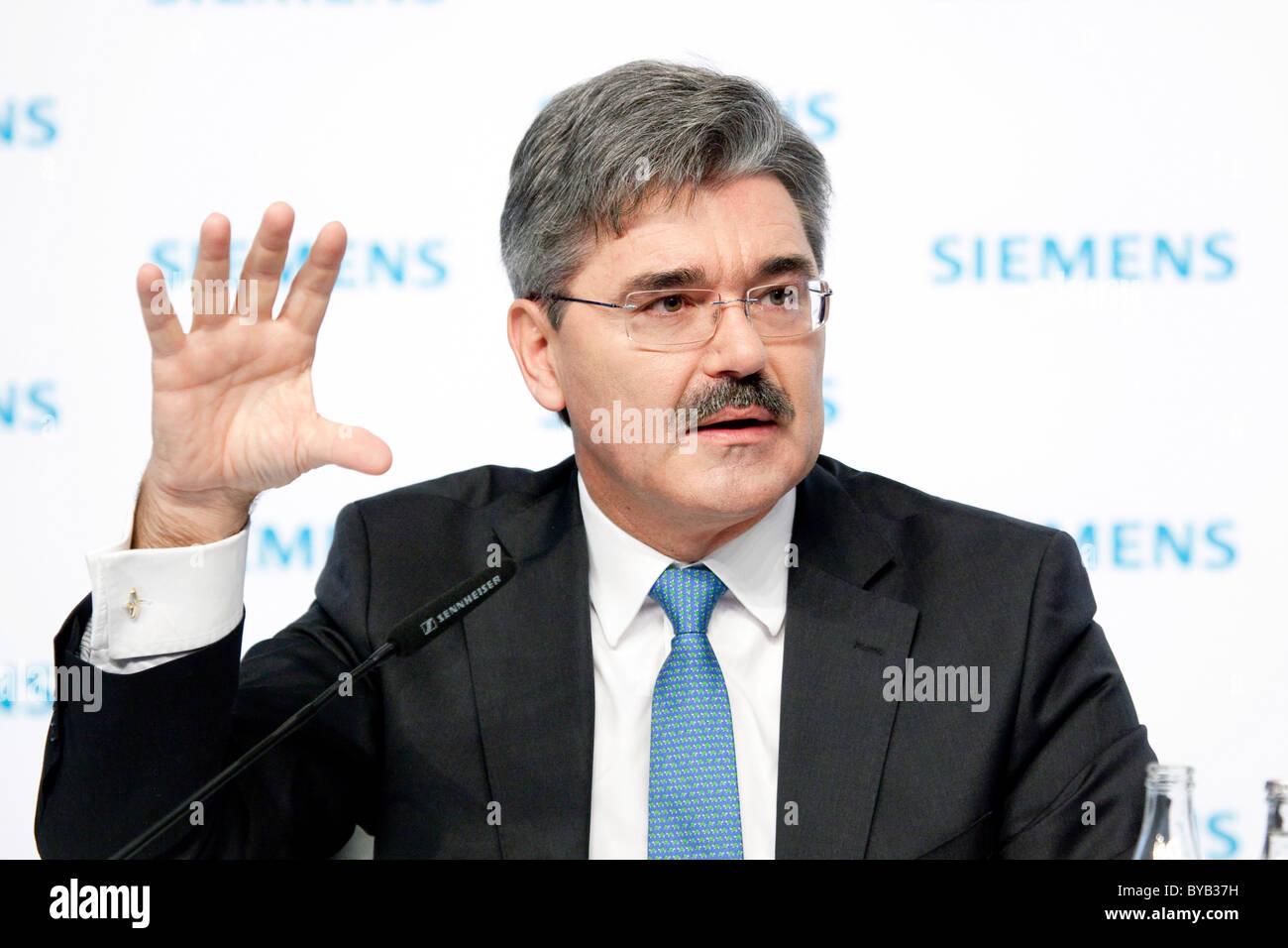 Jo Kaeser, Chief Financial Officer der Siemens AG, während der Pressekonferenz am Jahresabschluss am 11.11.2010 Stockbild