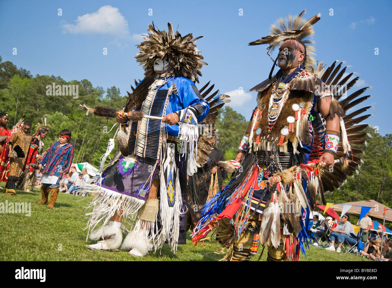 indianer tanz an den 8 j hrlichen red wing powwow in virginia beach virginia stockfoto bild. Black Bedroom Furniture Sets. Home Design Ideas