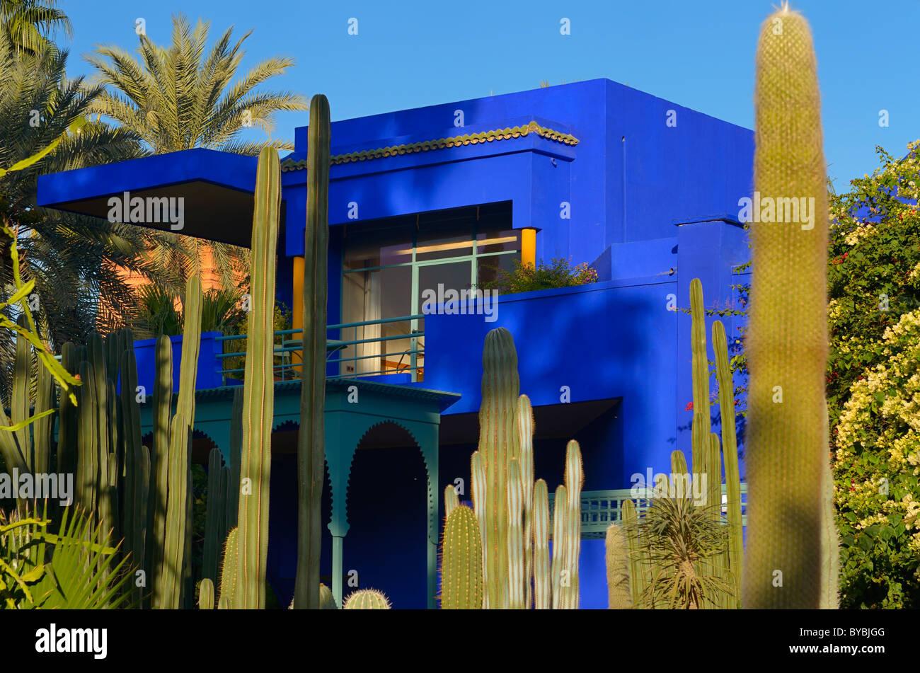 Museum für islamische Kunst Gebäude von Marrakesch an Majorelle Garten mit Kakteen und Palmen Marokko Stockbild