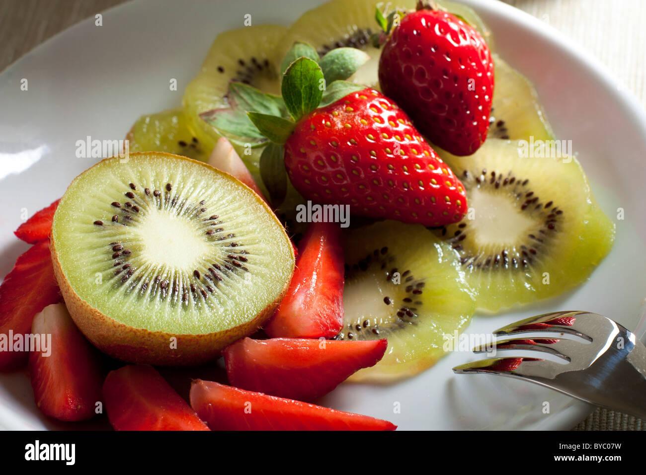 Kiwi und Erdbeeren Stockbild