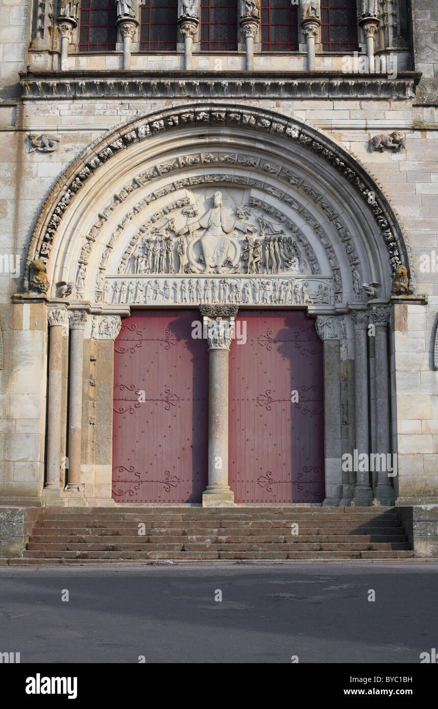 Eintritt in die Basilika Sainte Madeleine, Vezelay, Frankreich. Stockbild