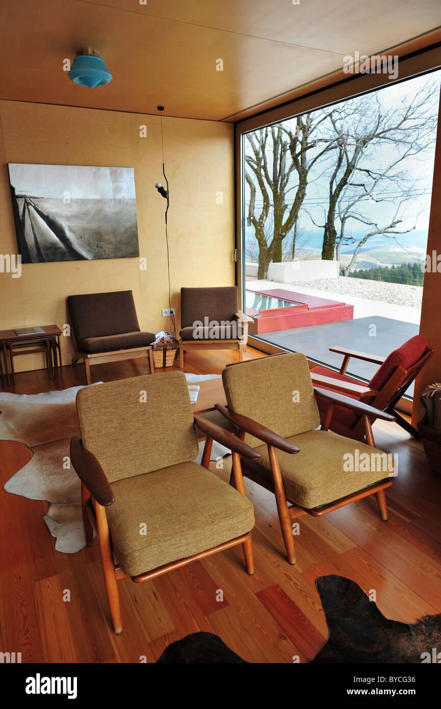 Ski Lodge Wohnzimmer mit skandinavischen Stil Sessel von dänischen ...