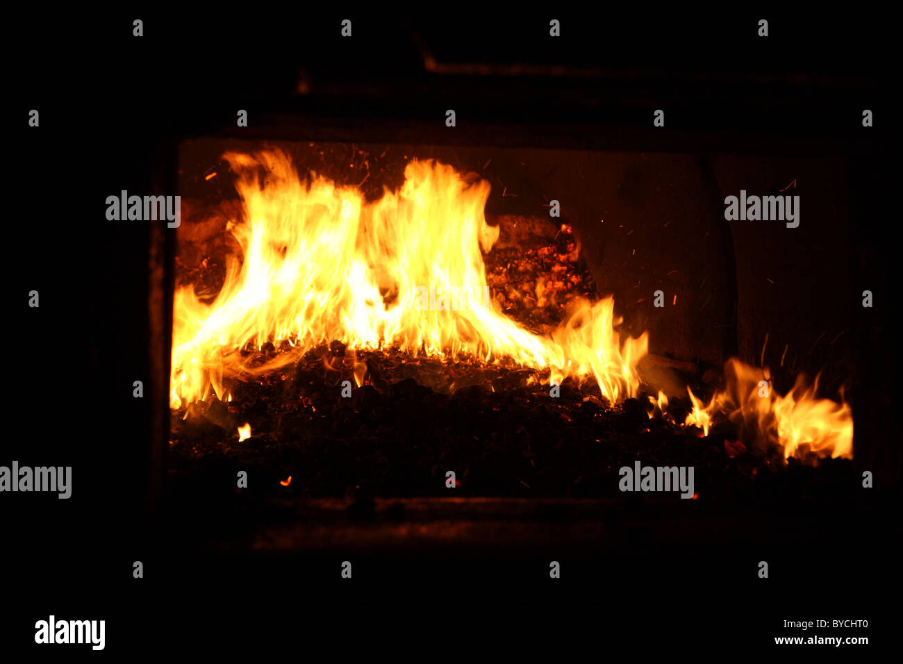 hitze und flammen im kamin feuer eines kessels stockfoto bild 34083504 alamy. Black Bedroom Furniture Sets. Home Design Ideas