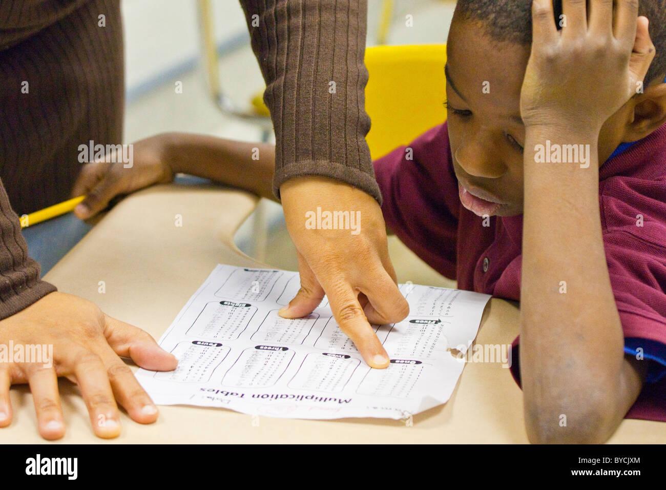 Lehrer und Schüler in einem Klassenzimmer in Washington, D.C. Stockbild