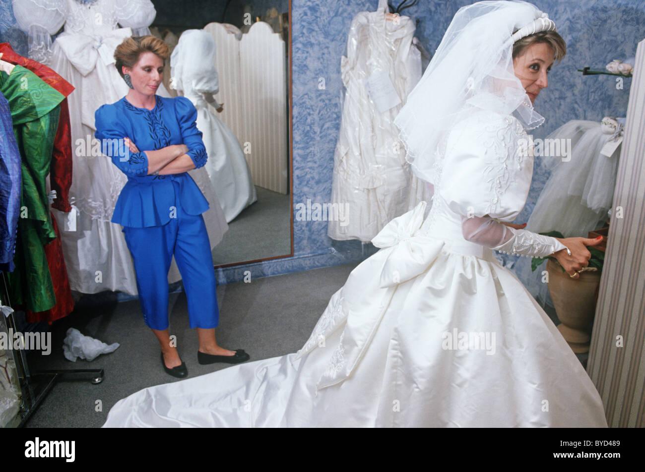 Ladies Dress Shop Stockfotos & Ladies Dress Shop Bilder - Alamy