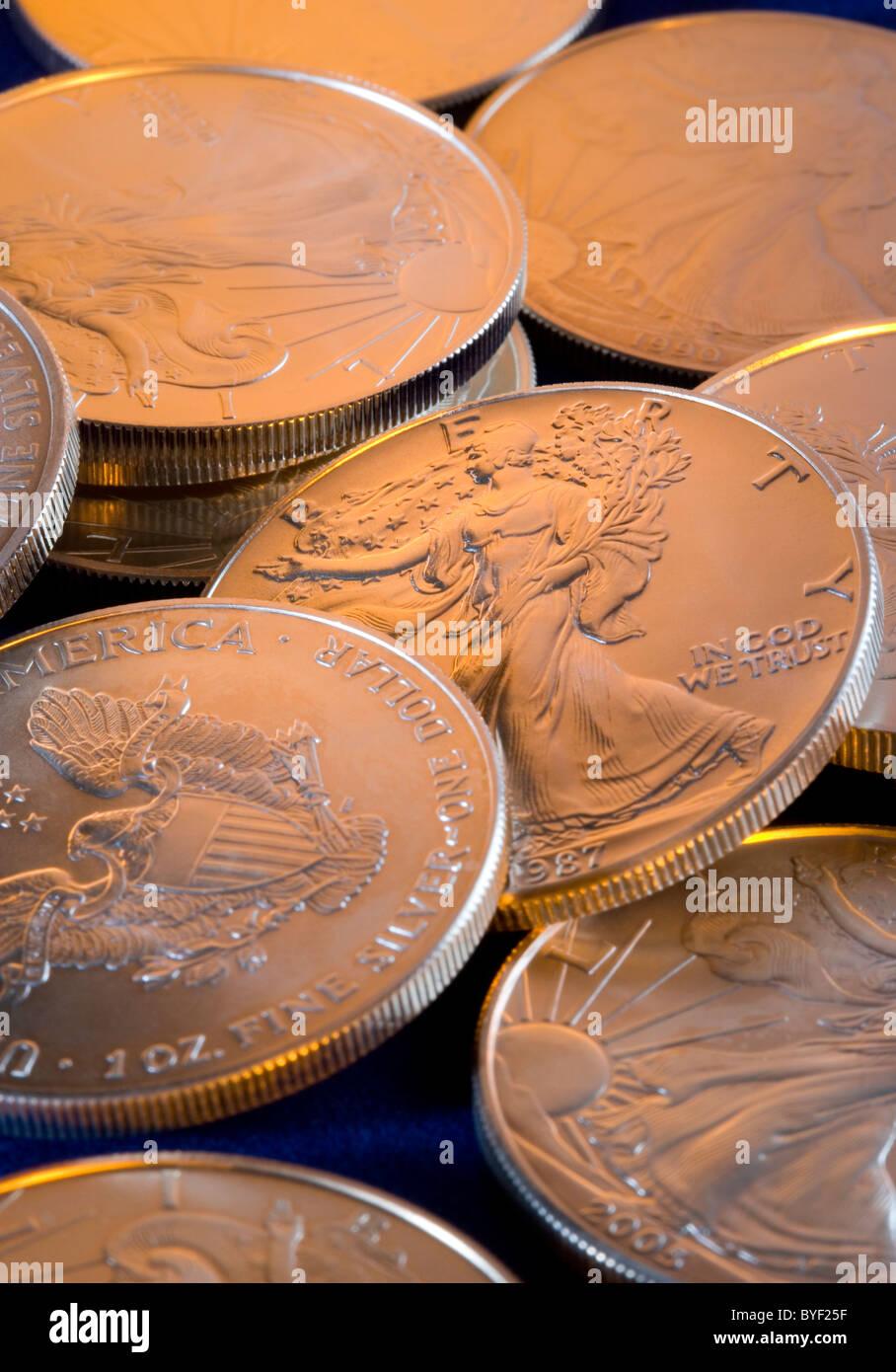 Mehrere 1 Unze Münzen uns Silber Eagle Anlagemünzen Stockbild