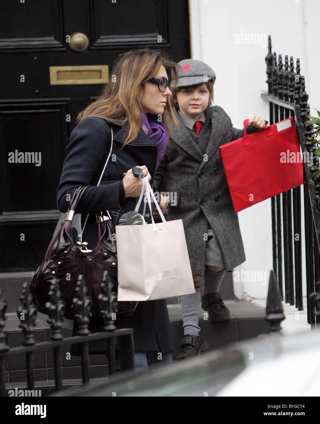 Damian Hurley And Elizabeth Hurley Stockfotos und -bilder Kaufen - Alamy