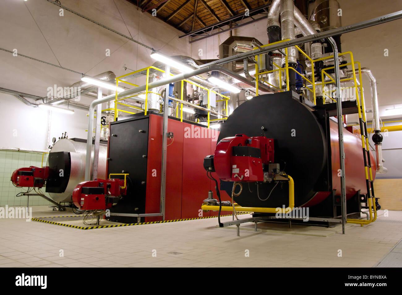 Gas-Heizkessel im Heizraum Gas für die Dampferzeugung Stockfoto ...