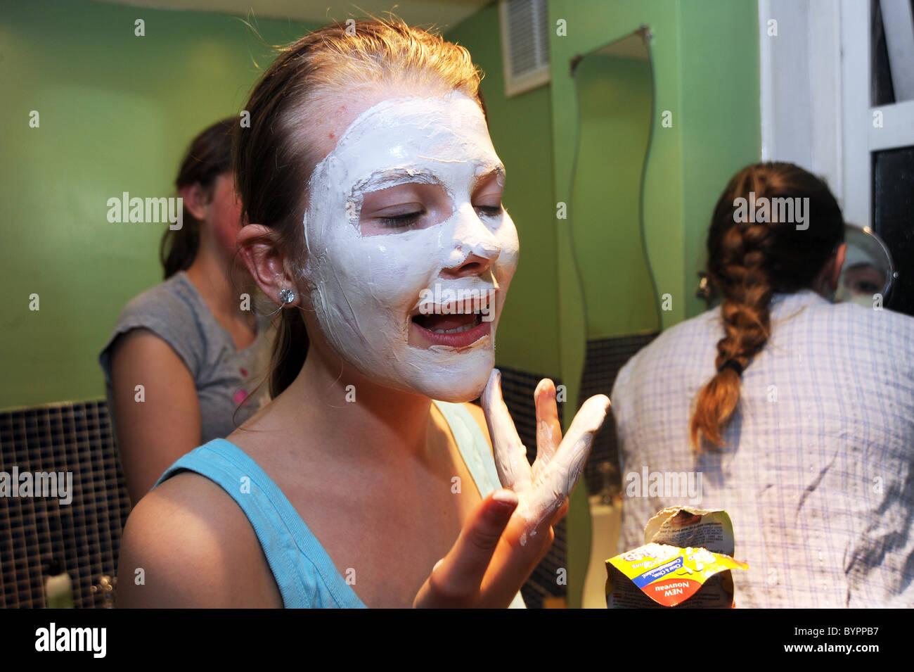 Teenager-Mädchen Übernachtung-Party zu Hause. Stockbild