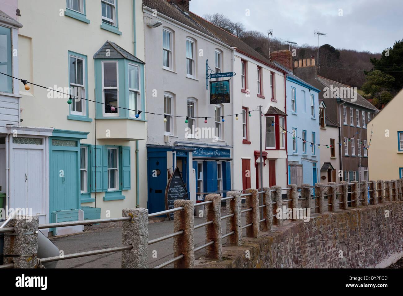 Terrasse Der Alten Hauser Direkt Am Meer In Kingsand Cornwall