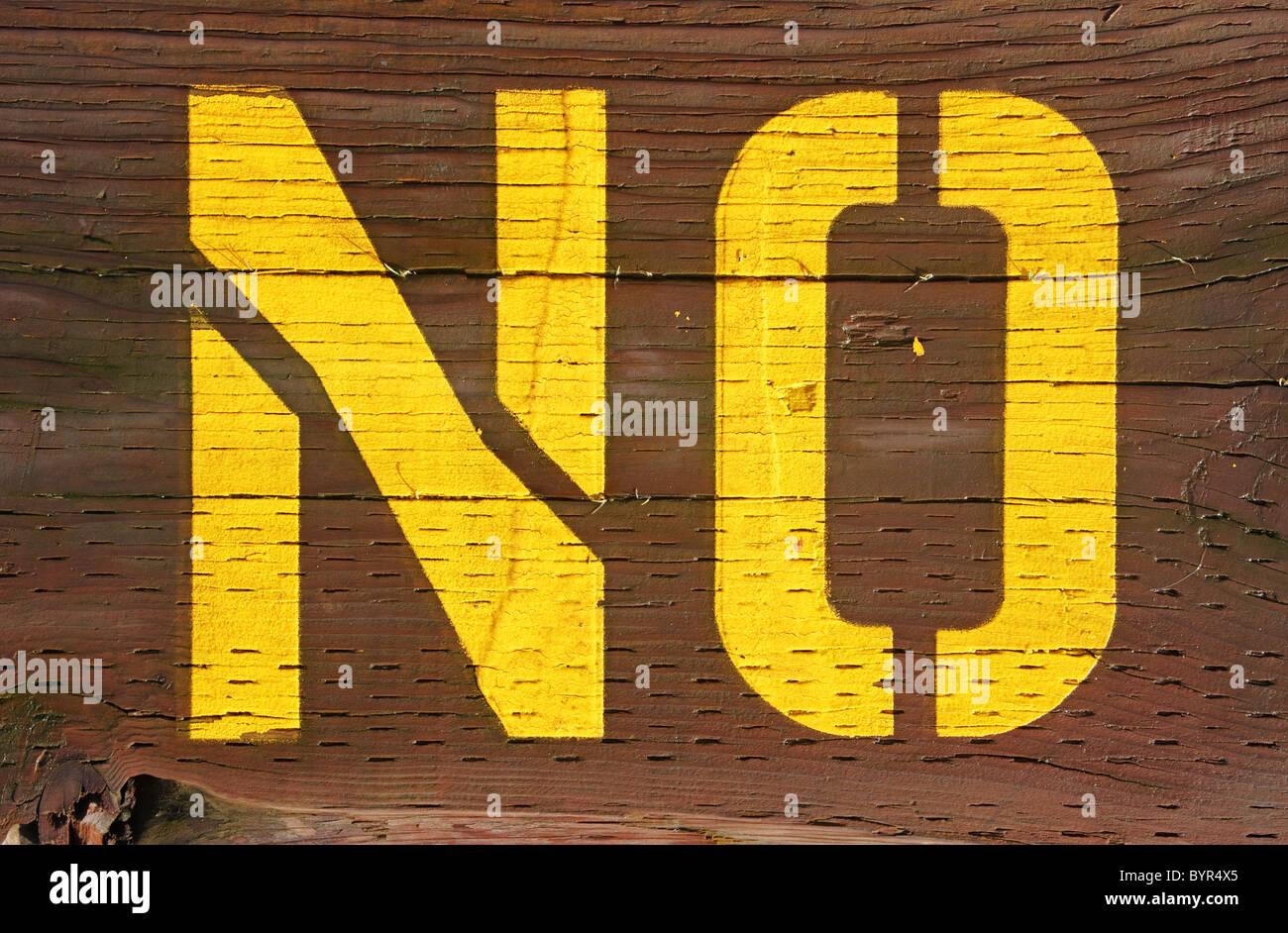 kein Zeichen stenciled auf Holz Stockbild