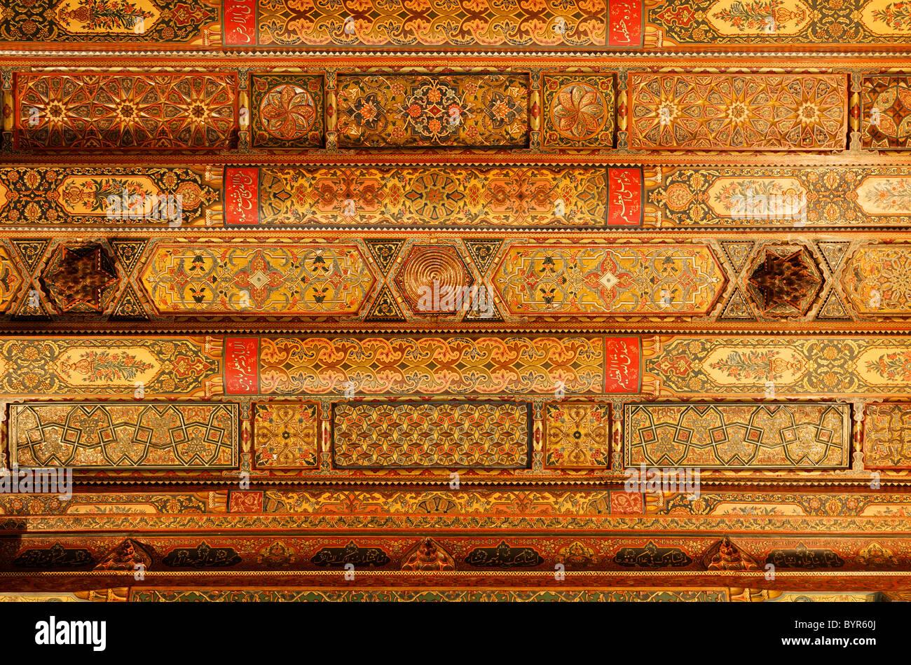 Reich verzierte Decke im Inneren das Torhaus der Zitadelle von Aleppo, Syrien Stockbild