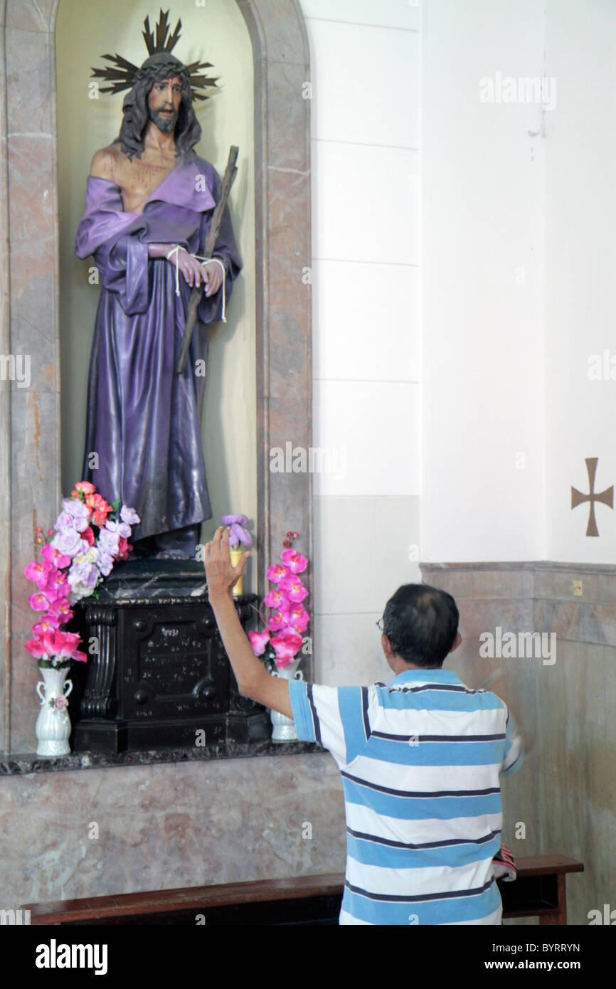 Panama City-Panama-Marshallinseln katholische Kirche Jesu Christi lila robe Blumen Statue Statuen Religion Symbol Stockbild