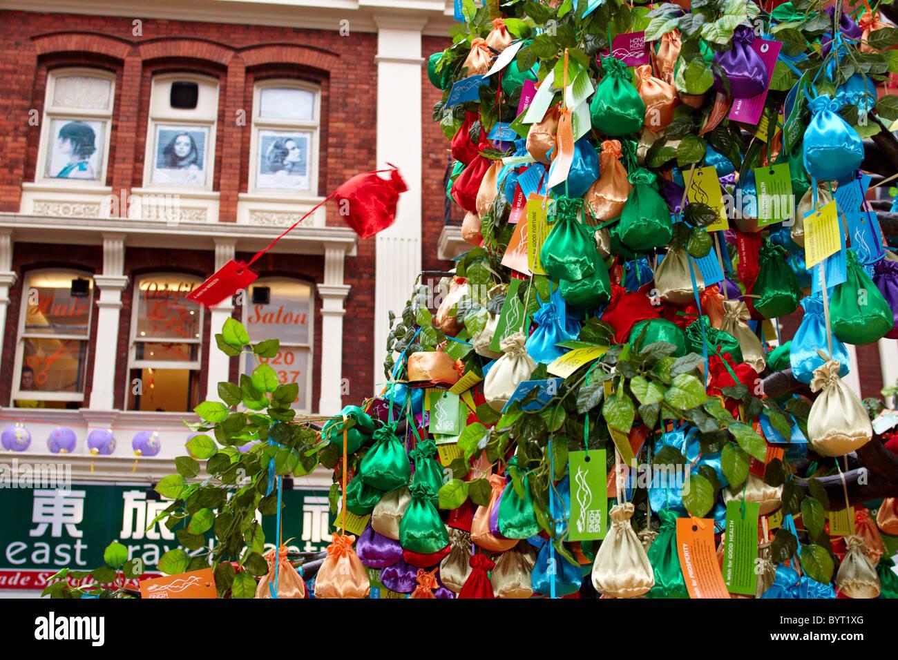 Ein Wunsch Baum während Chinese New Year Feiern in London Stockfoto ...