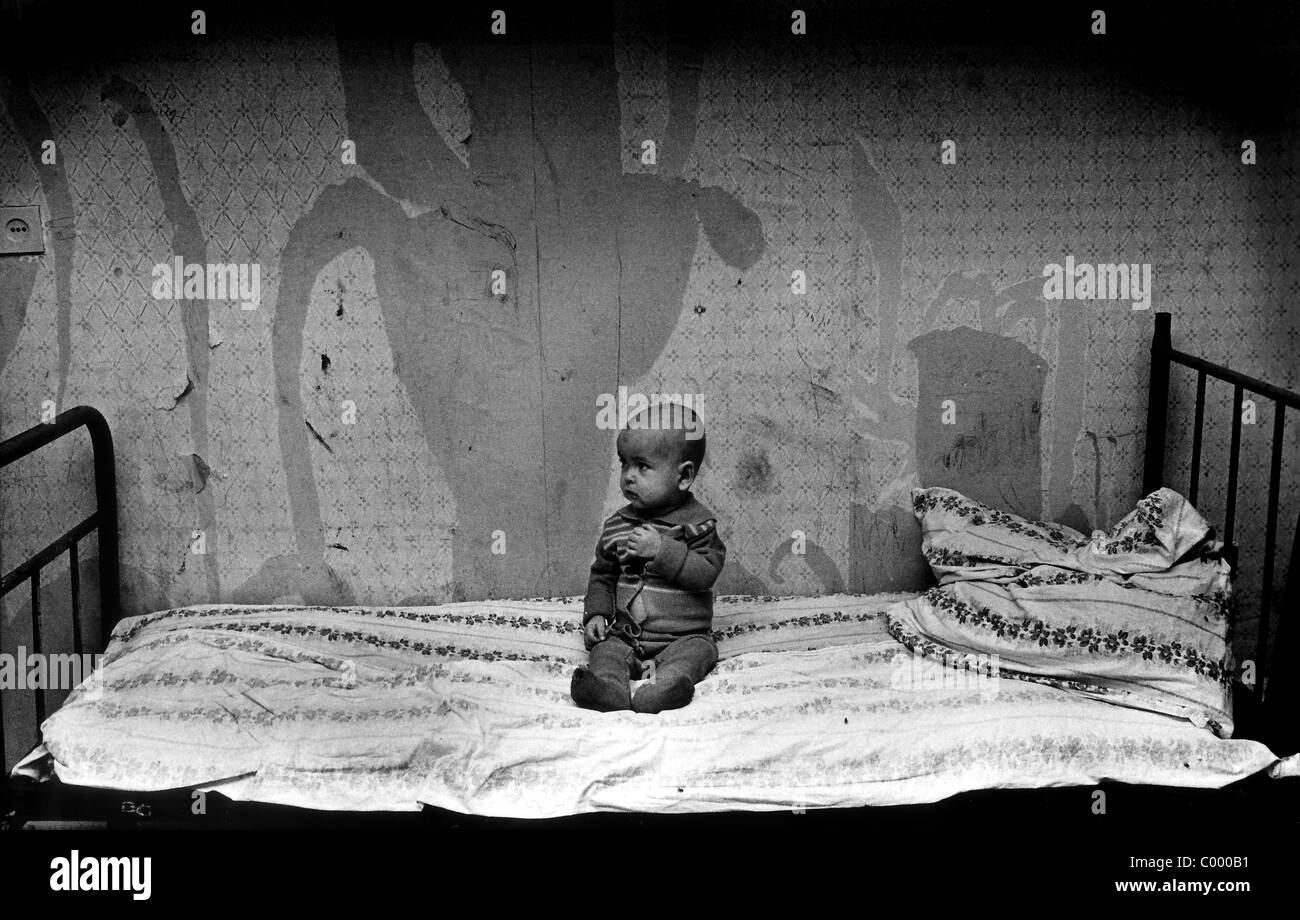 Abandoned Hospital Bed Stockfotos & Abandoned Hospital Bed Bilder ...
