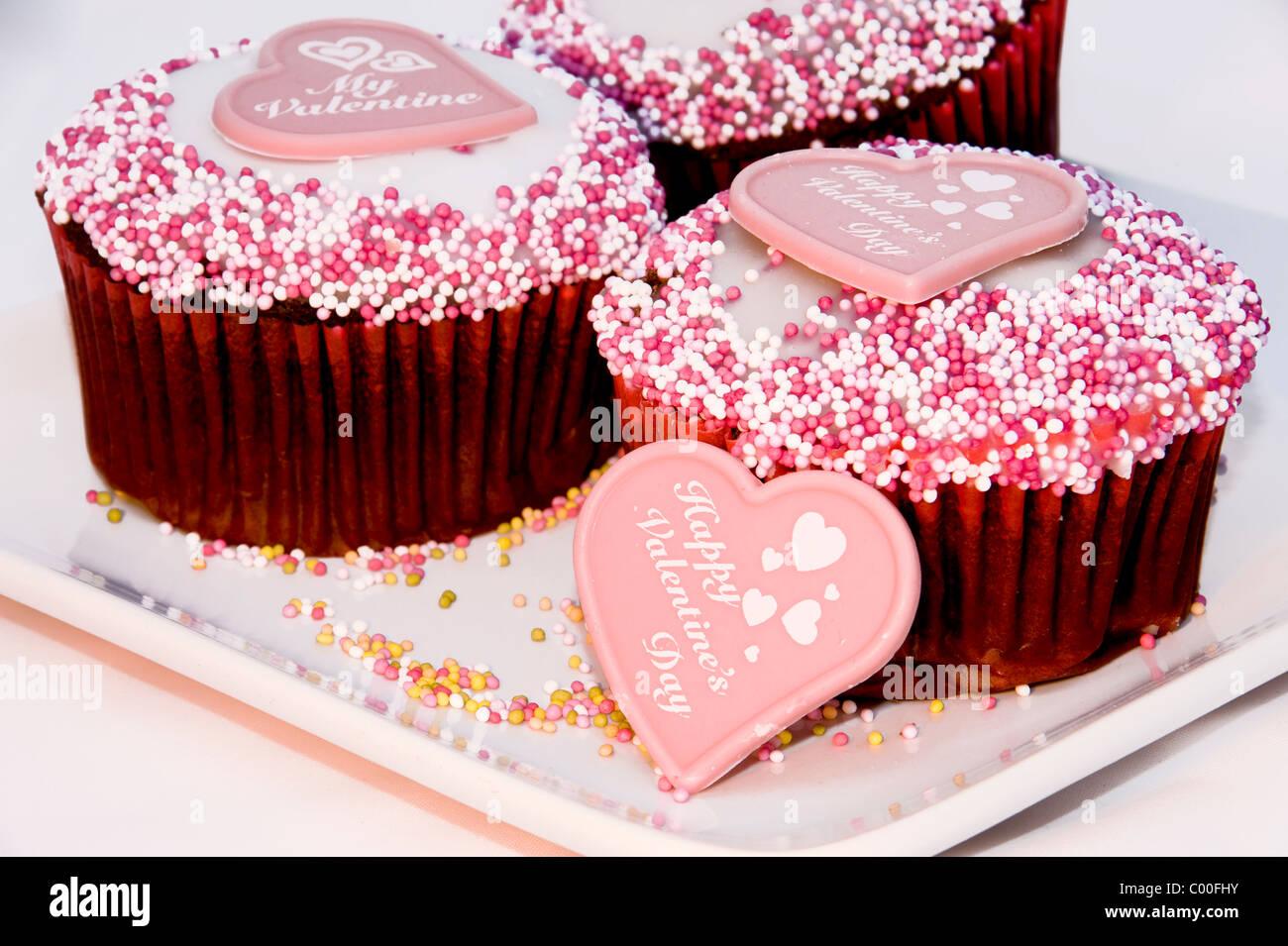 Valentinstag Kuchen Mit Rosa Marzipan Herzen Dekoration Auf Der