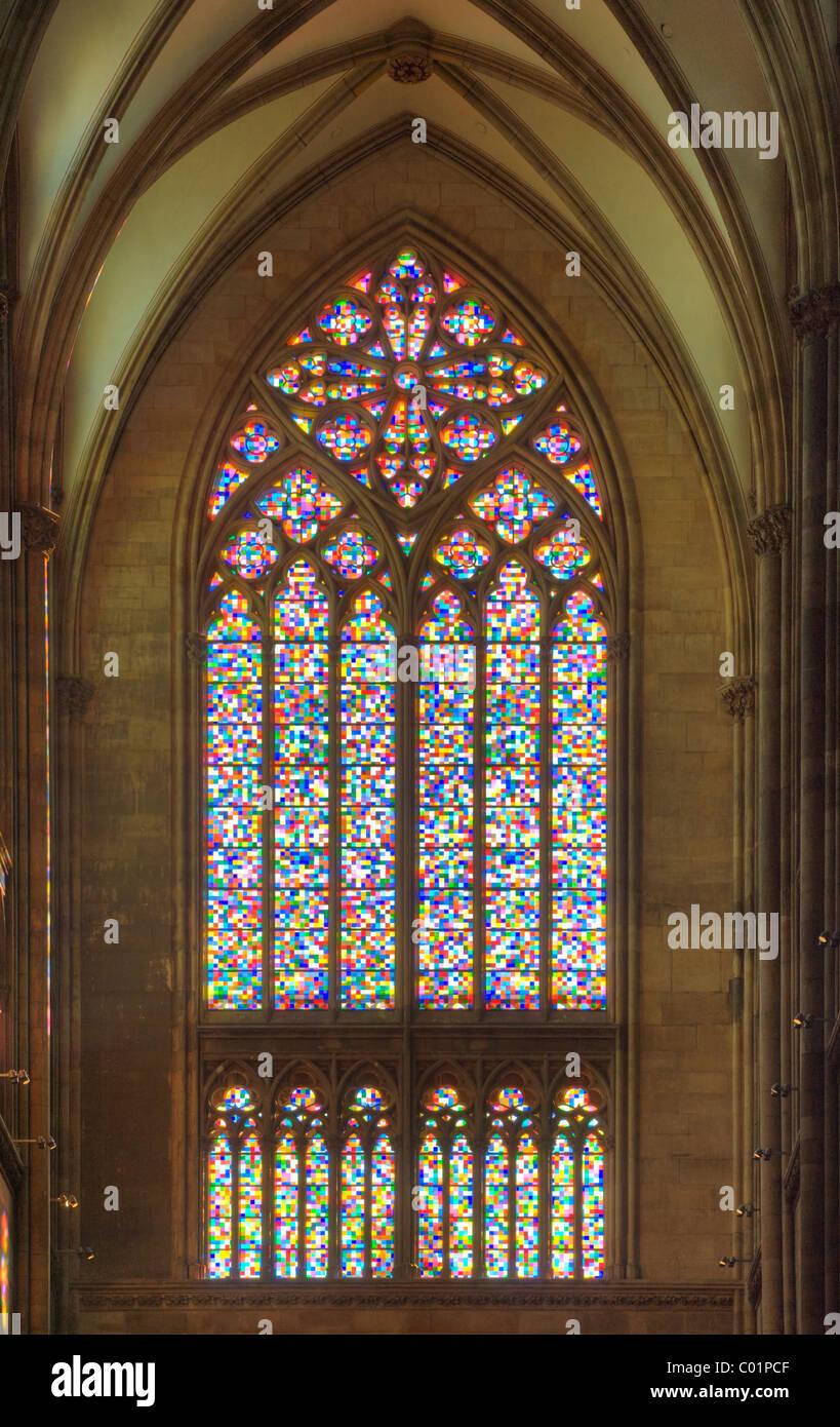 Farbige Glasfenster im Kölner Dom von Gerhard Richter Stockbild