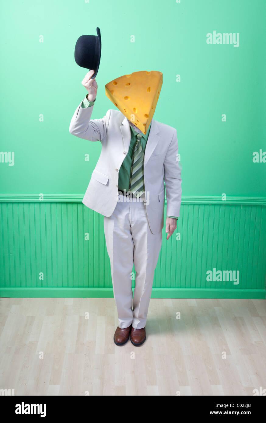 Mann im Anzug tragen Käse Kopf kippen Hut Stockbild