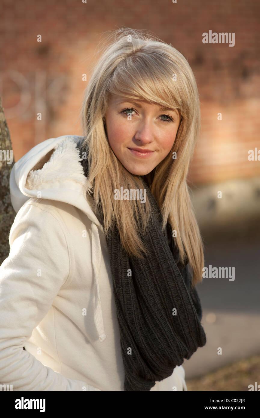 20-jähriges blondes Mädchen