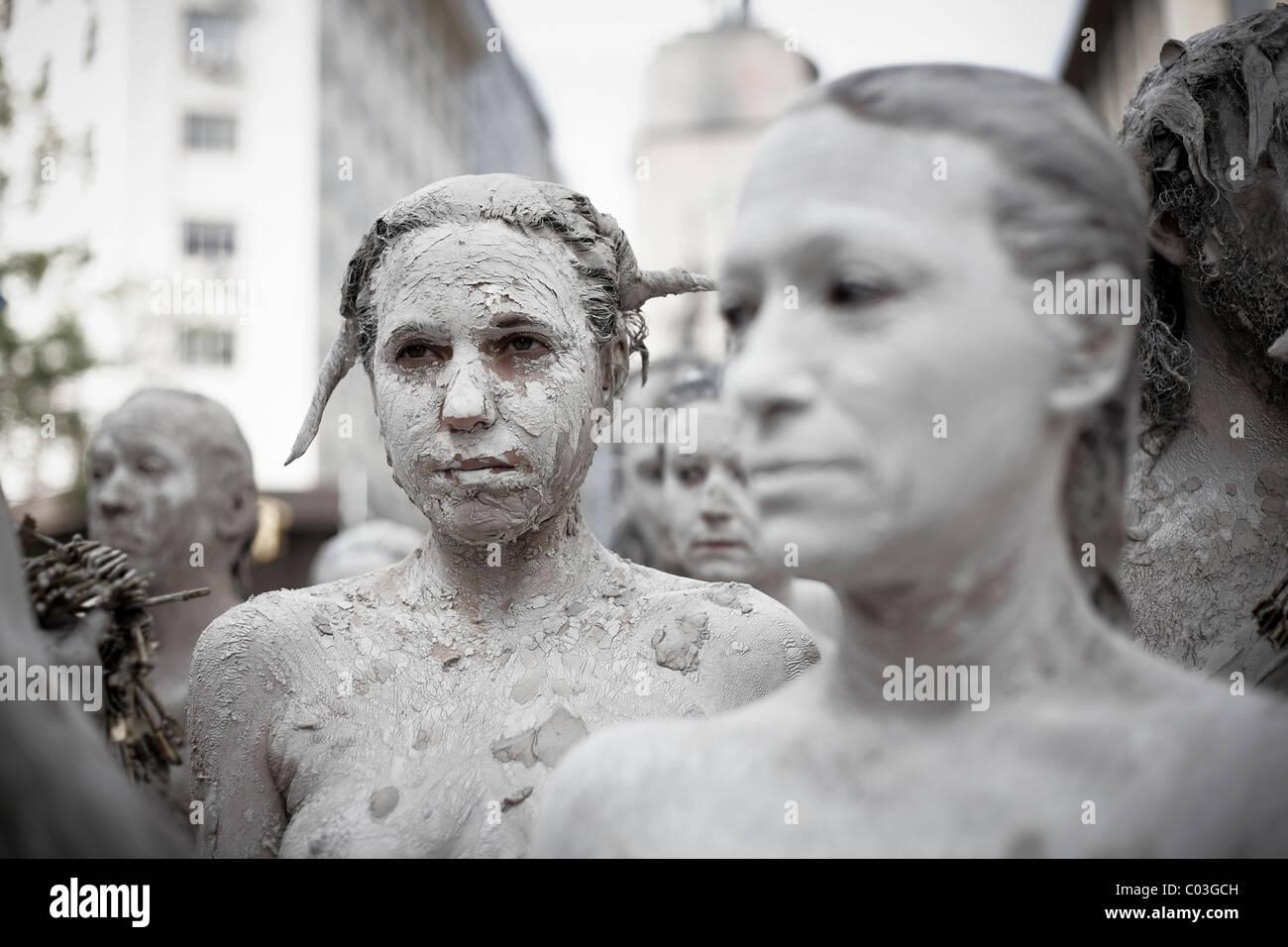 Gruppe junge Nudisten künstlerischen Ausdrucksformen zu