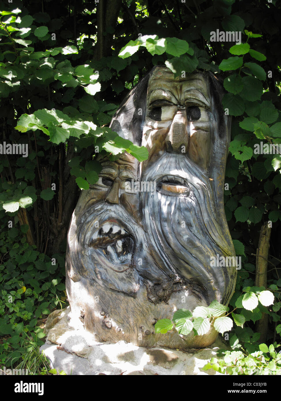 Geschnitzte Holzfiguren Waldgeister Kurpark Bad Heilbrunn Tölzer