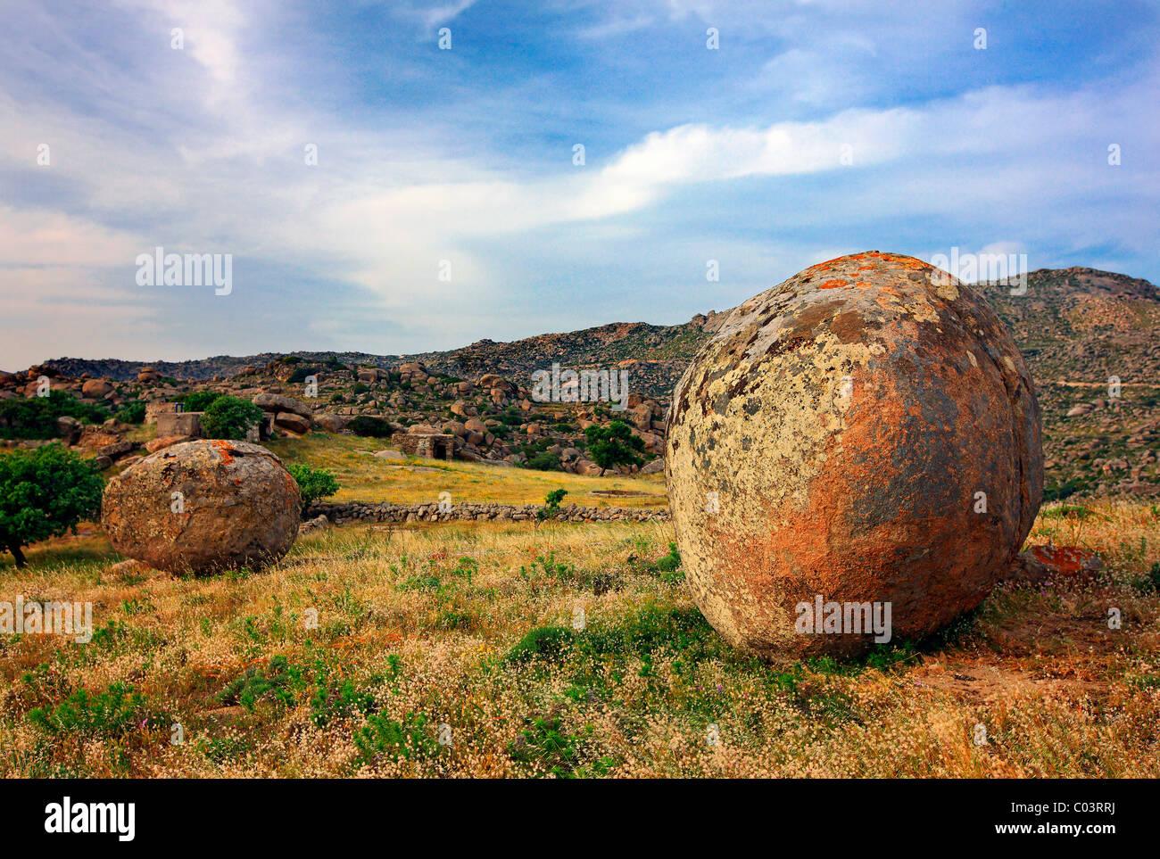 """Surreale Landschaft mit riesigen, runden und glatten Felsen nahe Volax (oder """"Volakas"""") Dorf, Insel Tinos, Stockbild"""