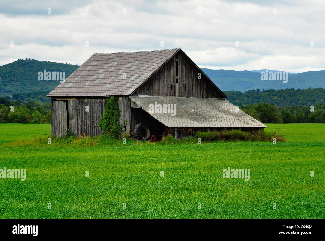 Eine alte Scheune aus 18. Jahrhundert, ländlichen Gebieten von Vermont. Stockbild