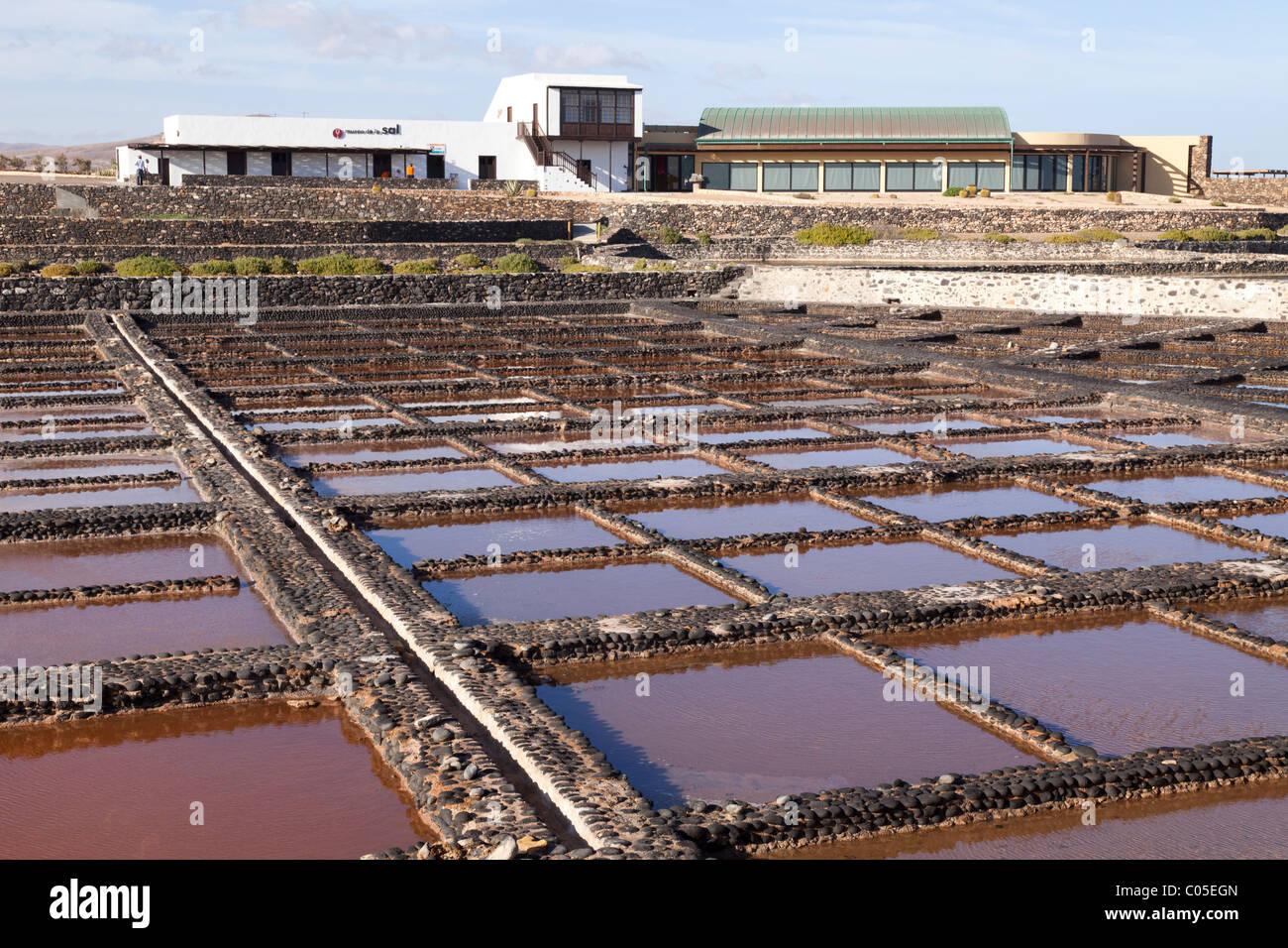 Verdampfung Pfannen bei Das Fuerteventura Salt Museum auf der Kanarischen Insel Fuerteventura. Stockbild