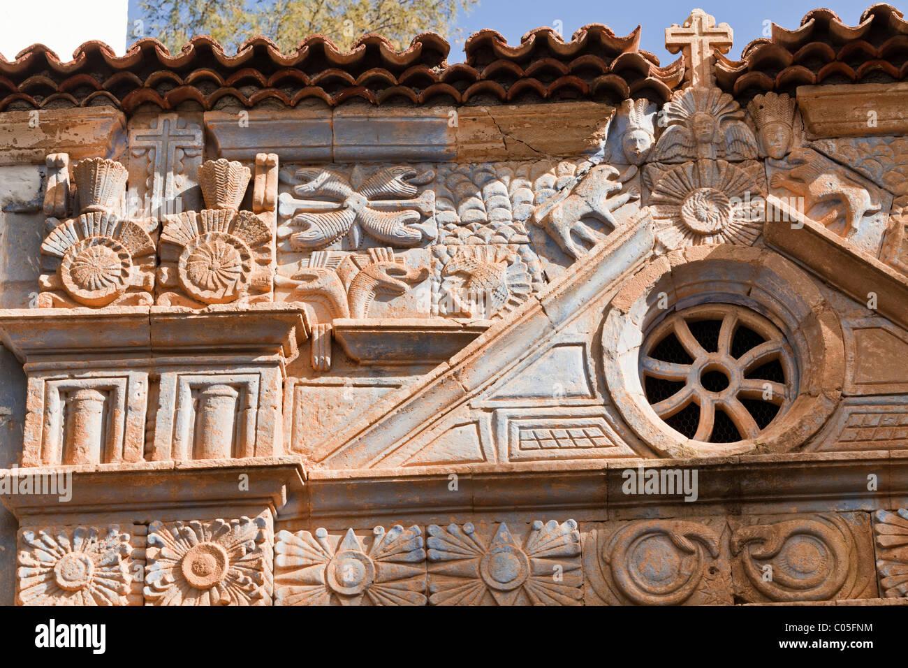 Schnitzen mit aztekische Einflüsse auf die Kirche Iglesia Nuestra Senora De La Regla, Pajara auf der Kanarischen Stockbild