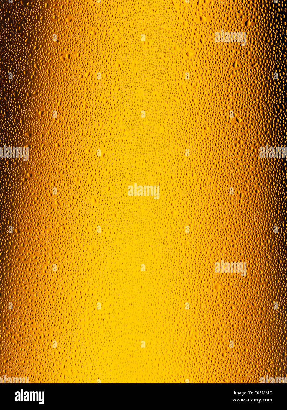 Bierflasche, Nahaufnahme. Kondensation zeigt auf den Flaschenhals. Stockbild