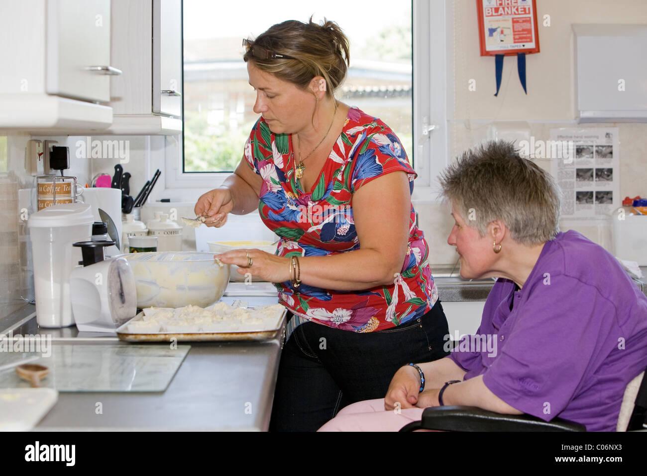 In der Küche in der Mitte 81, eine innovative Yarmouth skill Zentrum für behinderte Menschen, wo das Motto Stockbild