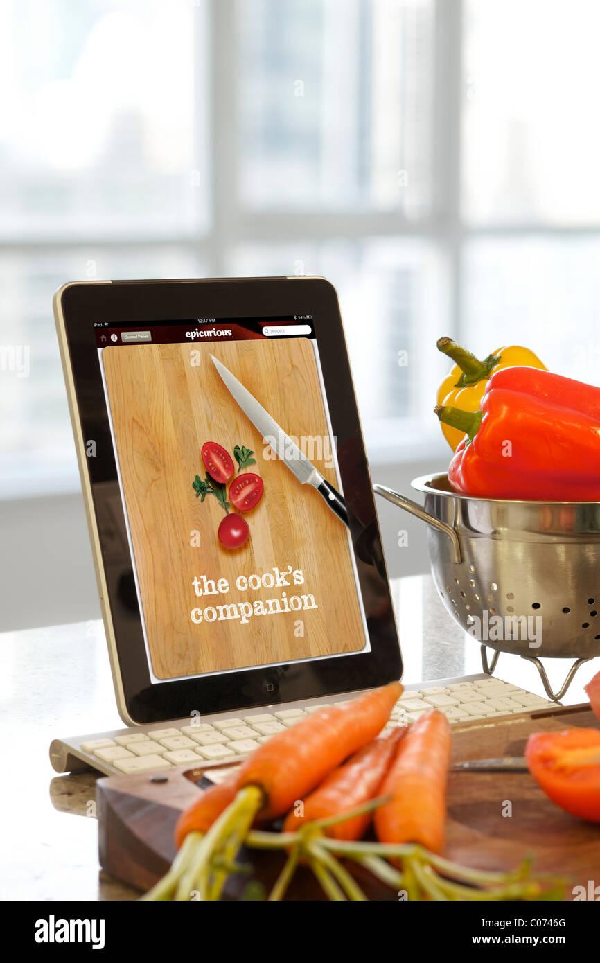 iPad-Bildschirm Epicurious Anwendung Kochen in der Küche verwendet wird Stockbild