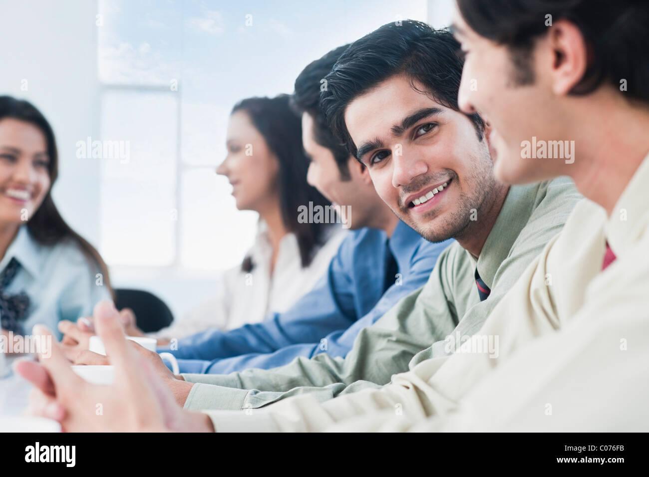 Führungskräfte in einer Besprechung Stockbild