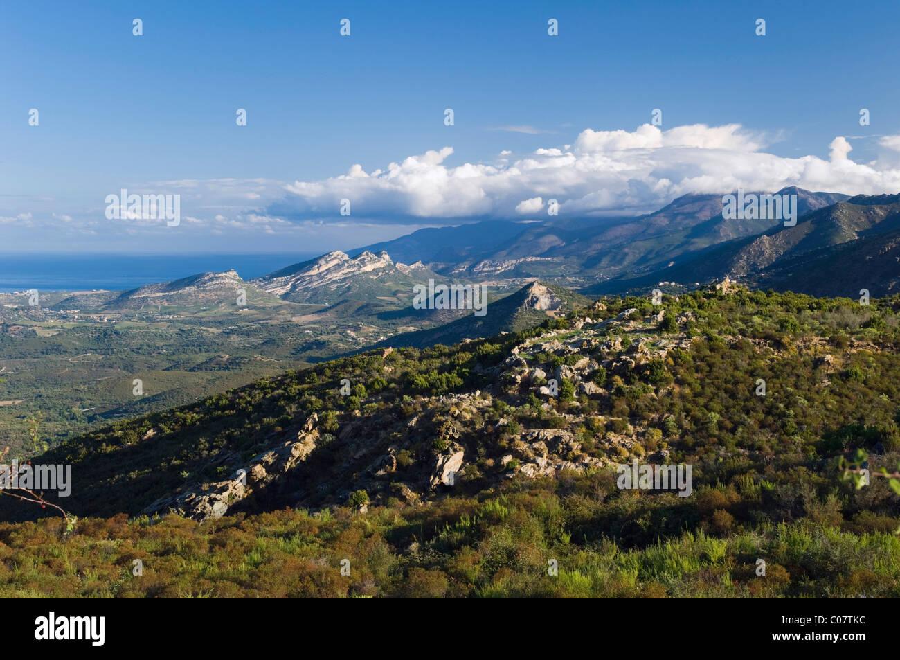 Berglandschaft bei Murato, Blick auf den Golfe de Saint Florent, Nebbio, Korsika, Frankreich, Europa Stockbild