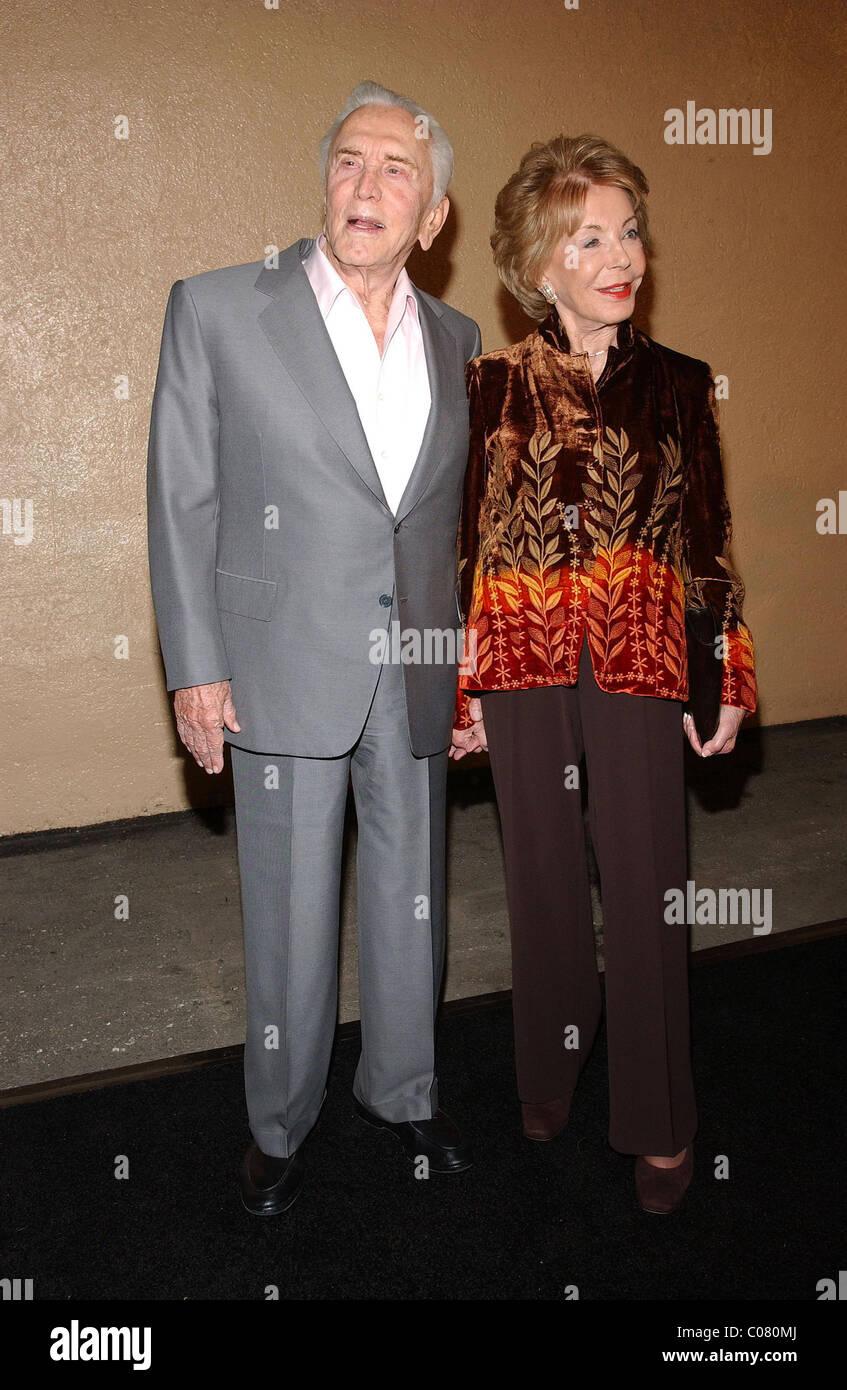 """Kirk Douglas, Anne Buydens Stars der Bühne und der Leinwand versammeln sich zum dritten jährlichen """"A Fine Romance"""" Stockfoto"""
