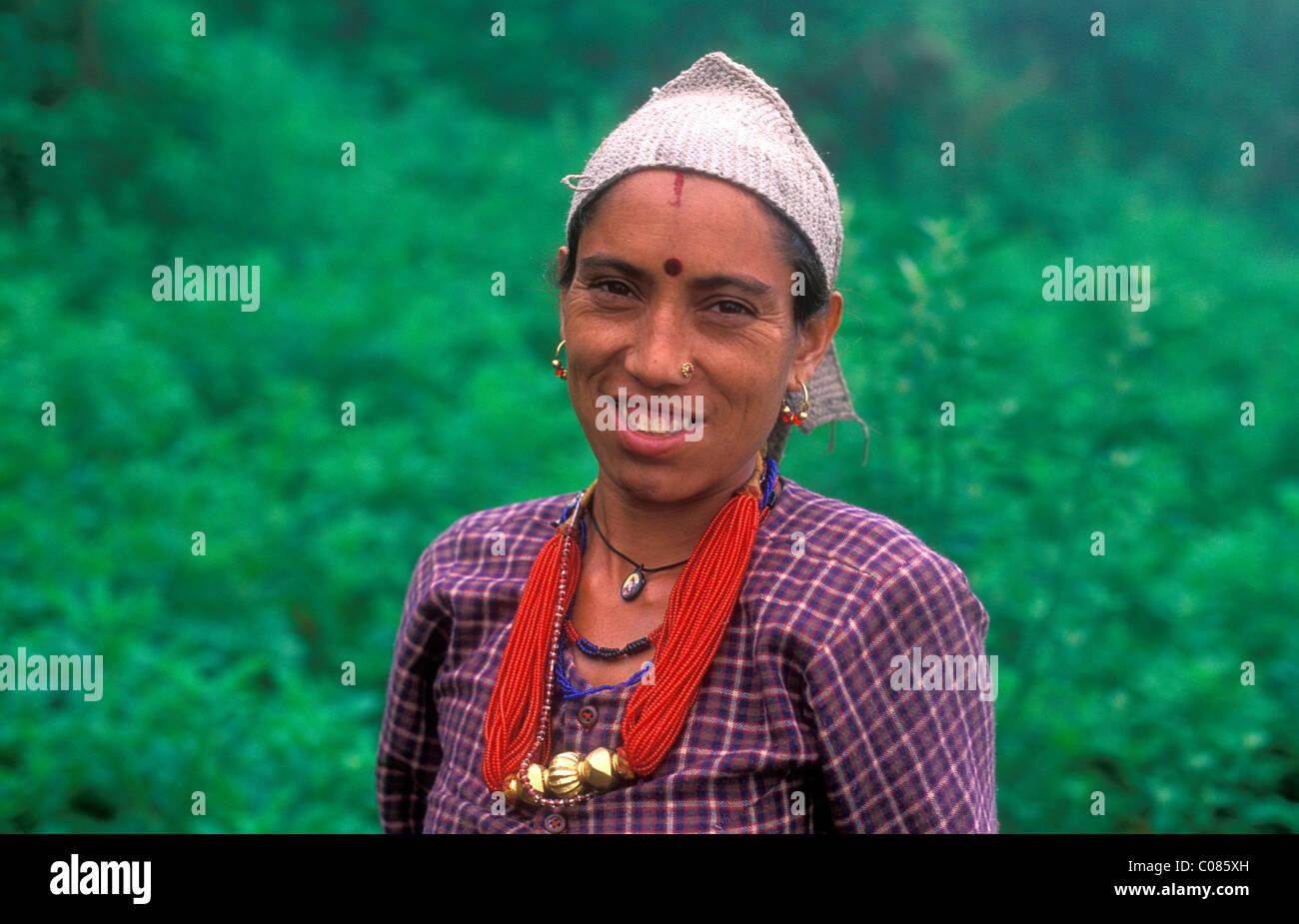 Porträt von eine freundliche junge Frau, Dodi Tal, ethnische Gruppe der Bhotia, Garhwal Himalaya, Nord-Indien, Stockbild