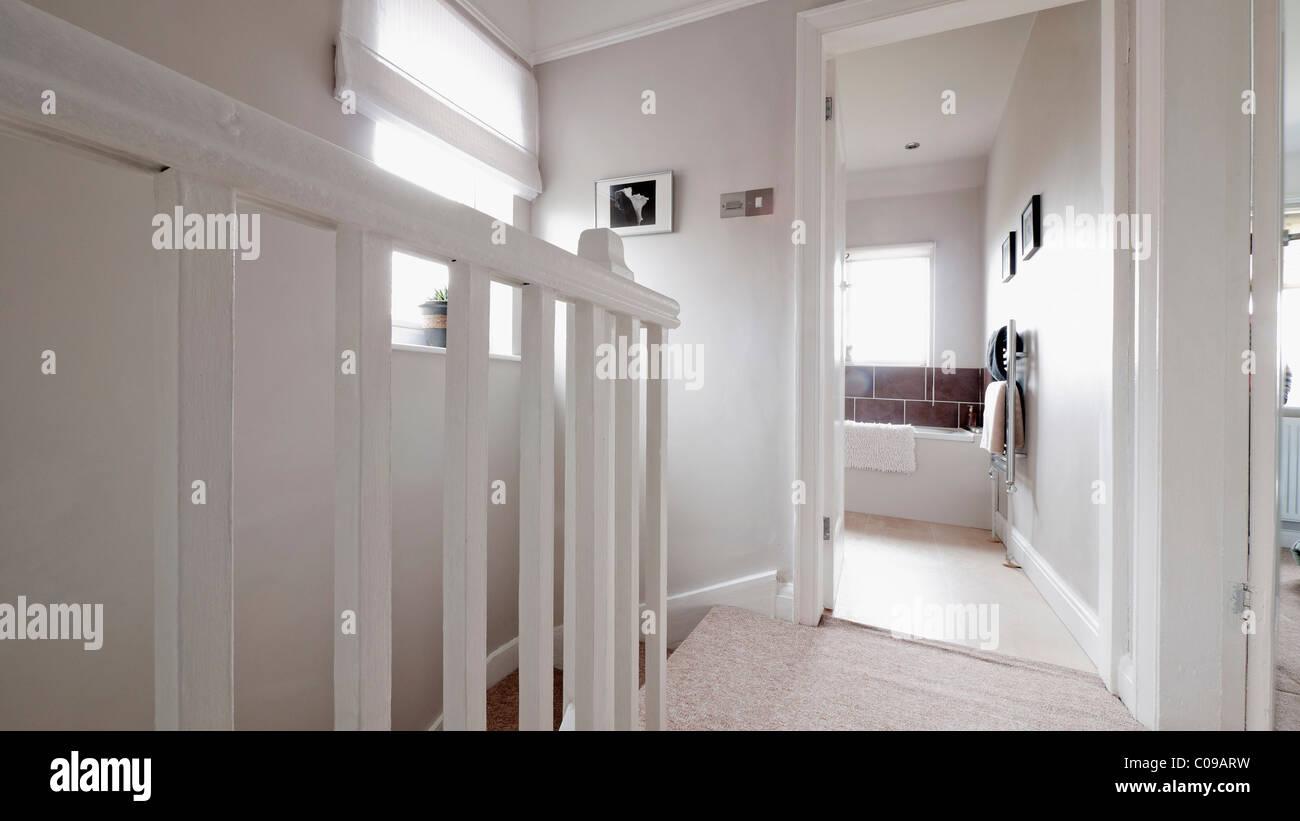Entzückend Treppen Teppich Modern Foto Von Und In Einem Neu Modernisierten