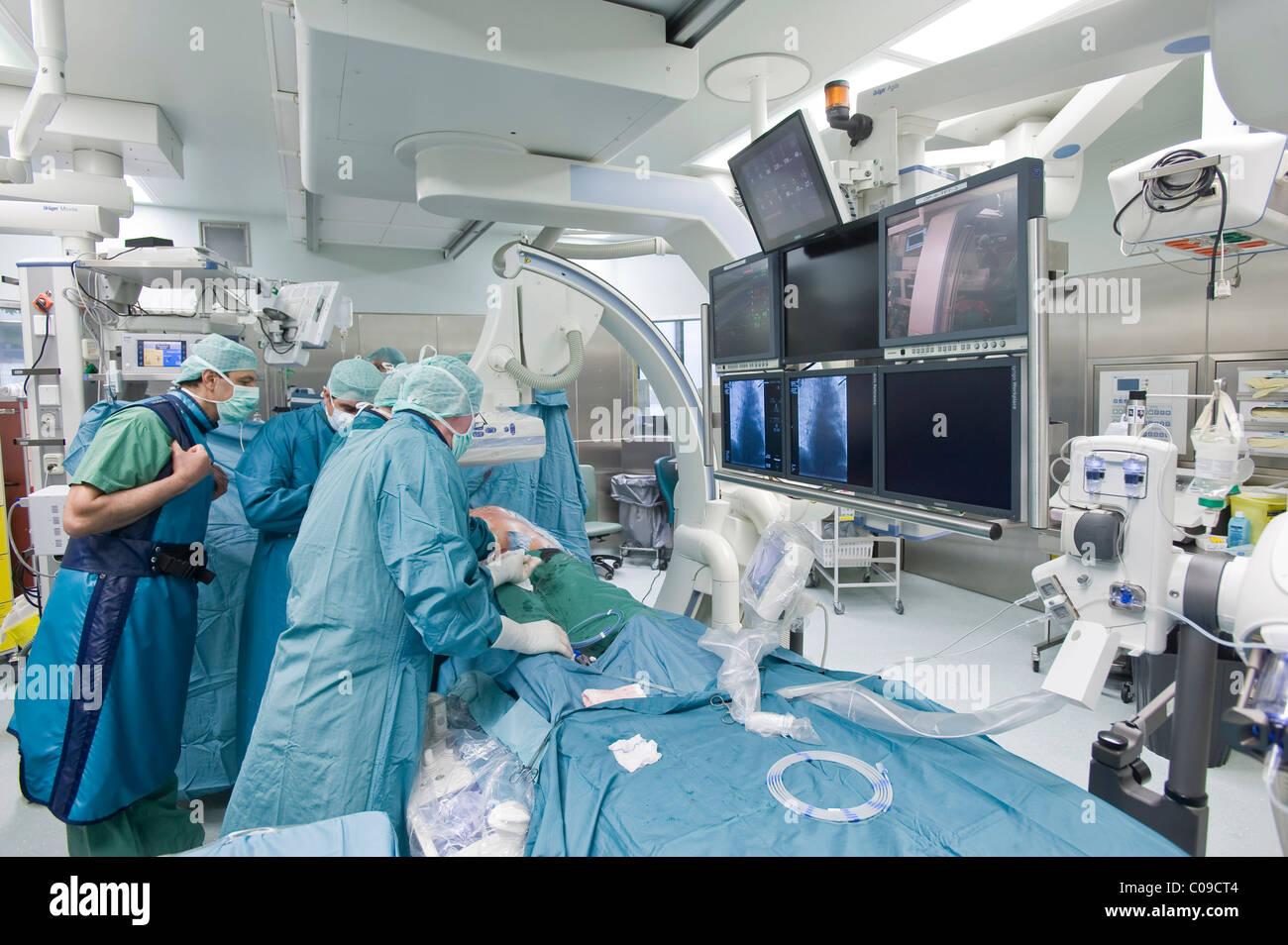 Herzchirurgie im Hybrid-OP-Saal, Deutsches Herzzentrum Berlin oder Deutsche Herzzentrum, Berlin, Deutschland, Europa Stockbild