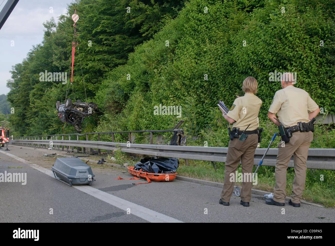 Schrecklicher Unfall auf der B 27 Straße Tübingen nach Stuttgart, erlag seinen Verletzungen später Stockbild