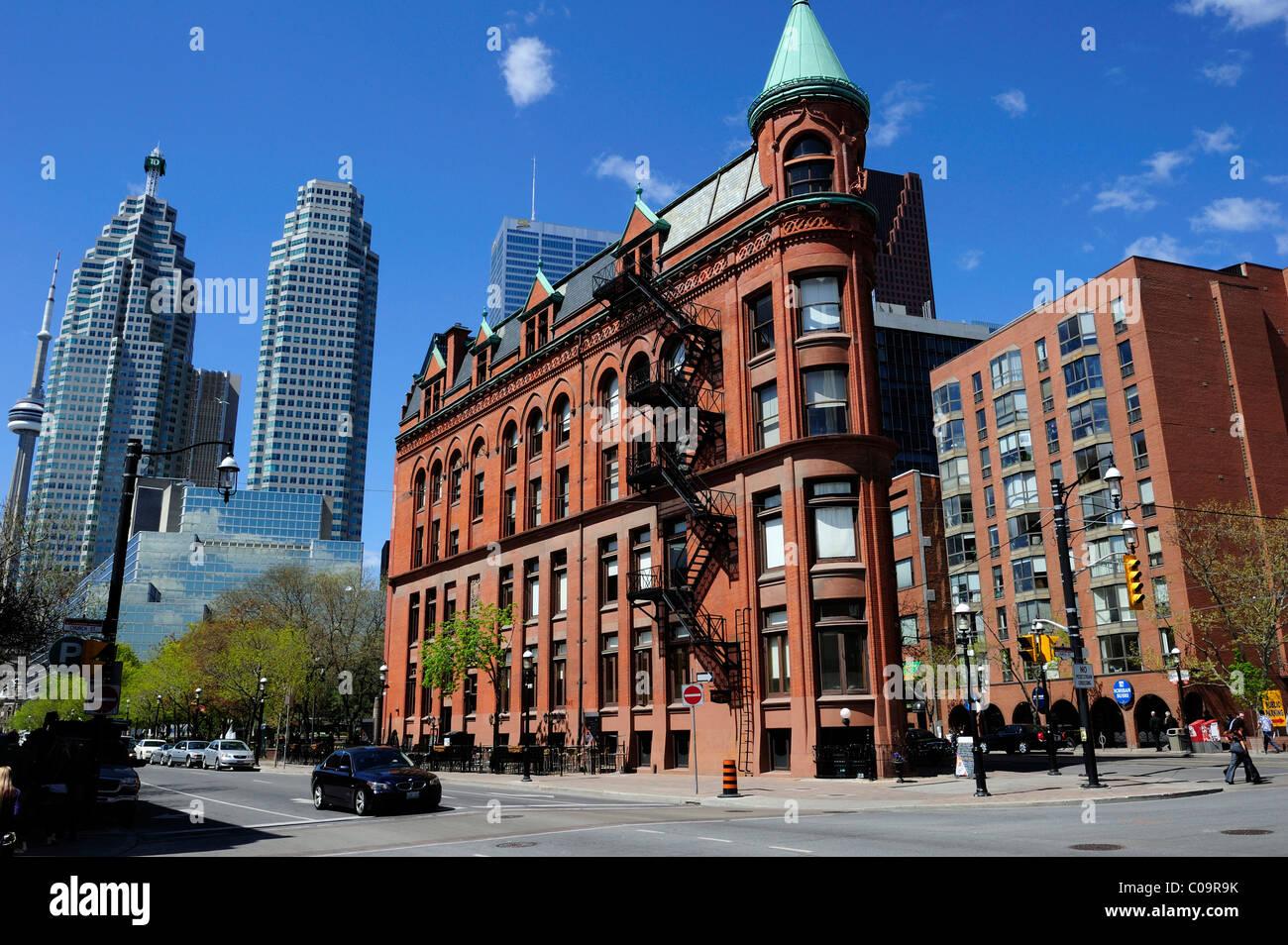 Zusammenfluss von Vorder- und Wellington Street, Toronto, Ontario, Kanada Stockbild