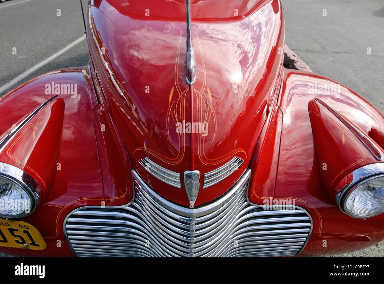 Leuchtend rote Chevrolet Master Deluxe Oldtimer. Stockbild