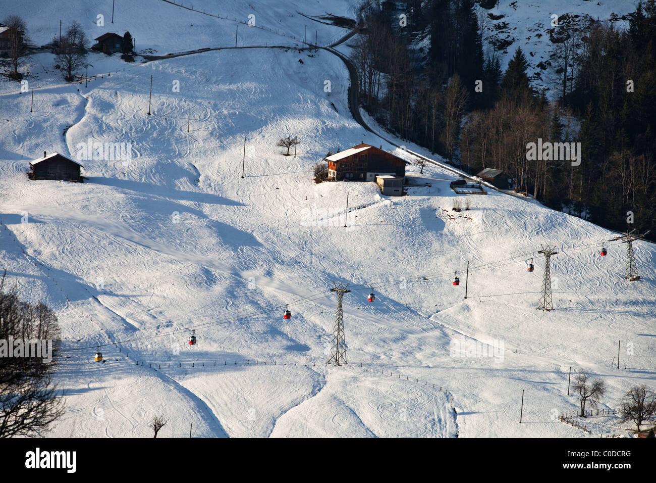 Gondelbahn, gesehen aus der Ferne, Grindelwald, Schweiz Stockbild