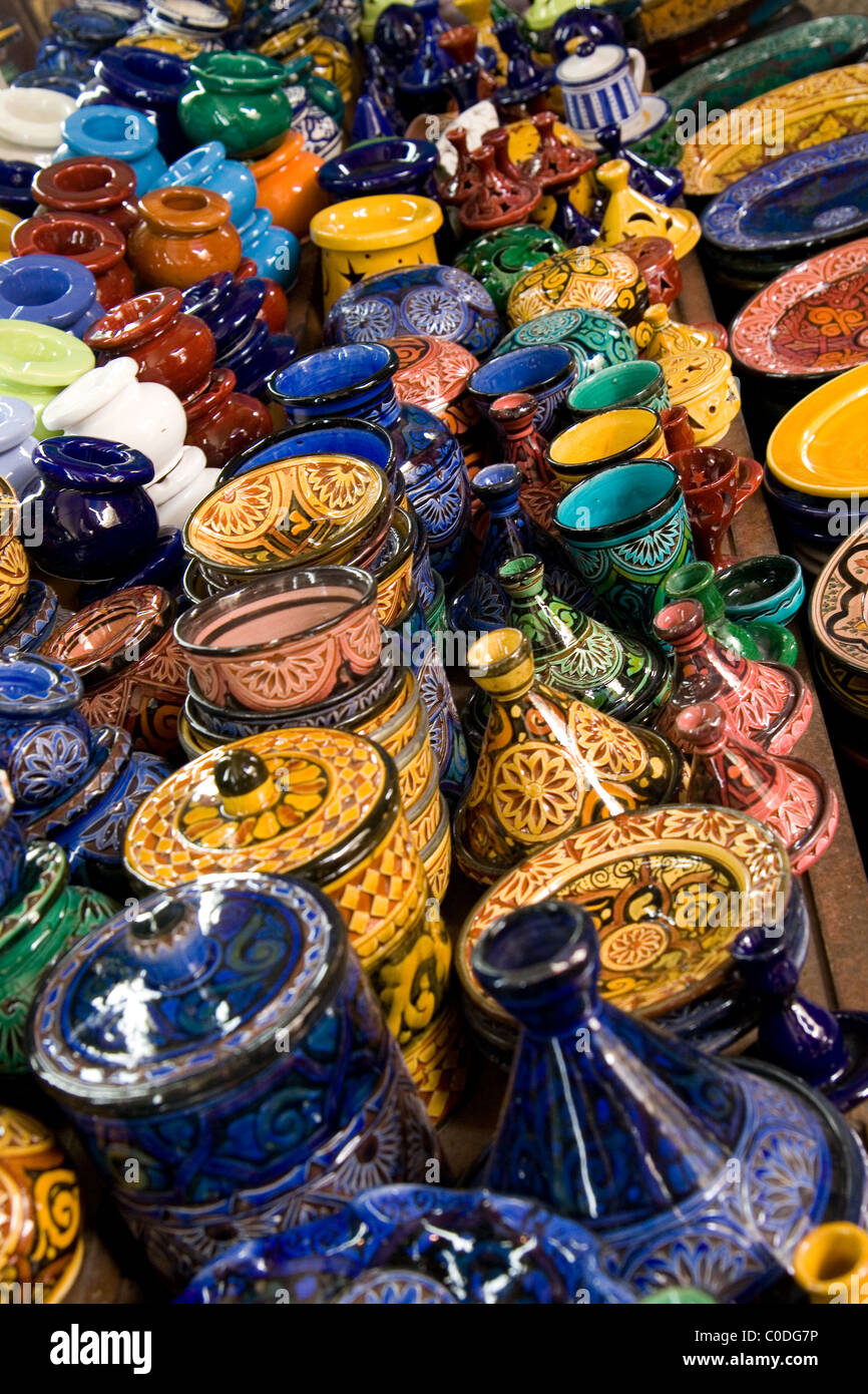 Typisch marokkanische Töpferwaren auf dem Markt in der neuen Medina in Casablanca Stockfoto