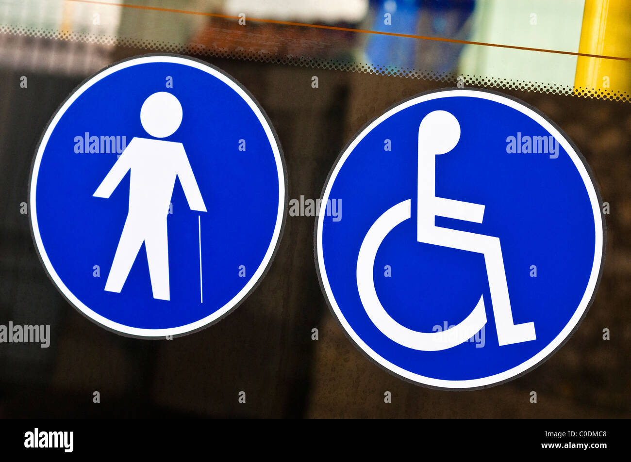 Behinderten Aufkleber Auf Der Tür Des Bus Frankreich