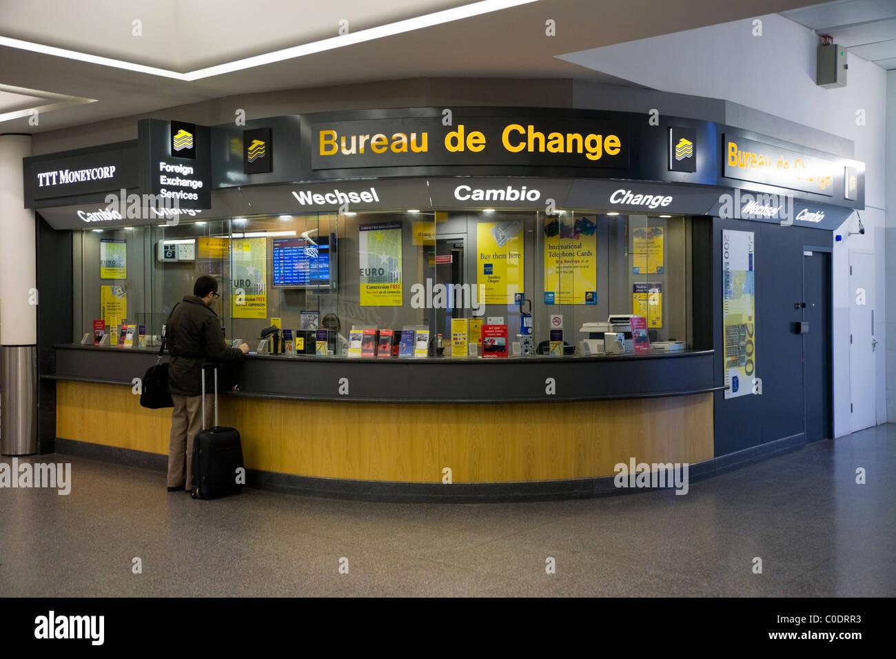 Bureau de change office von ttt moneycorp am flughafen gatwick