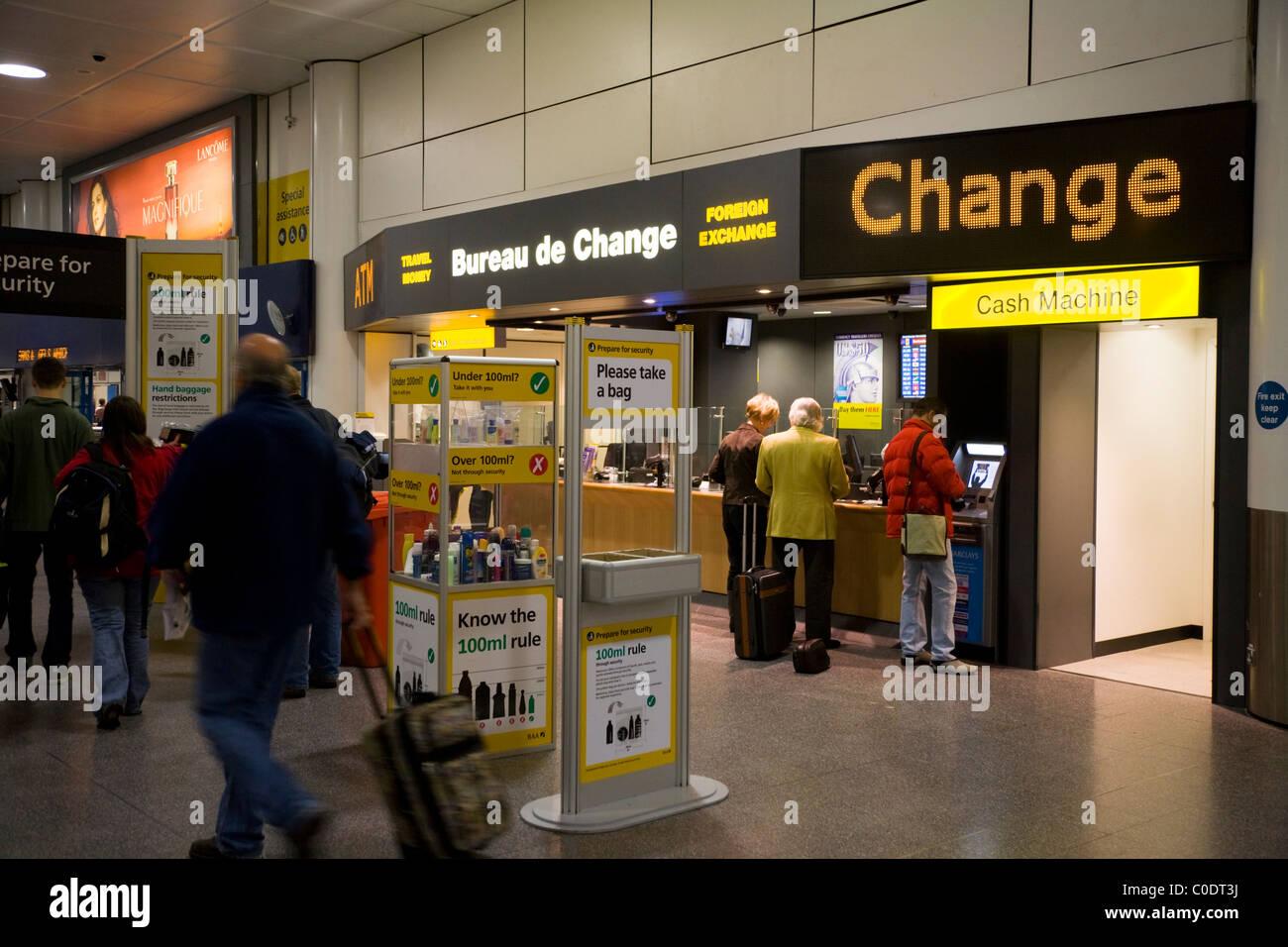 Ttt moneycorp bureau de change in der nähe von dem passagier