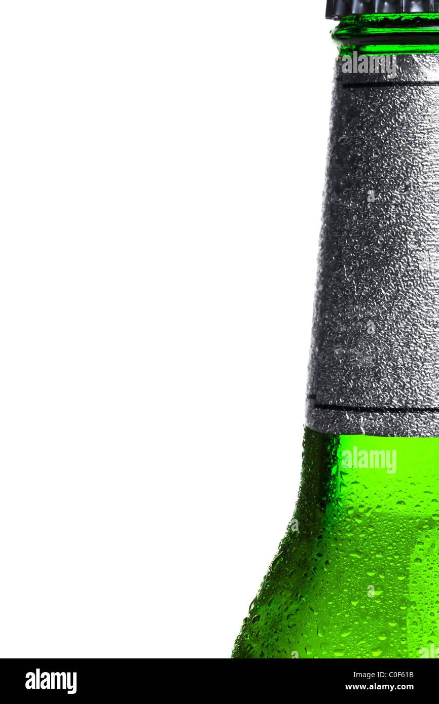 Nahaufnahme Foto eine eiskalte Flasche Bier, rechts vom Rahmen ...