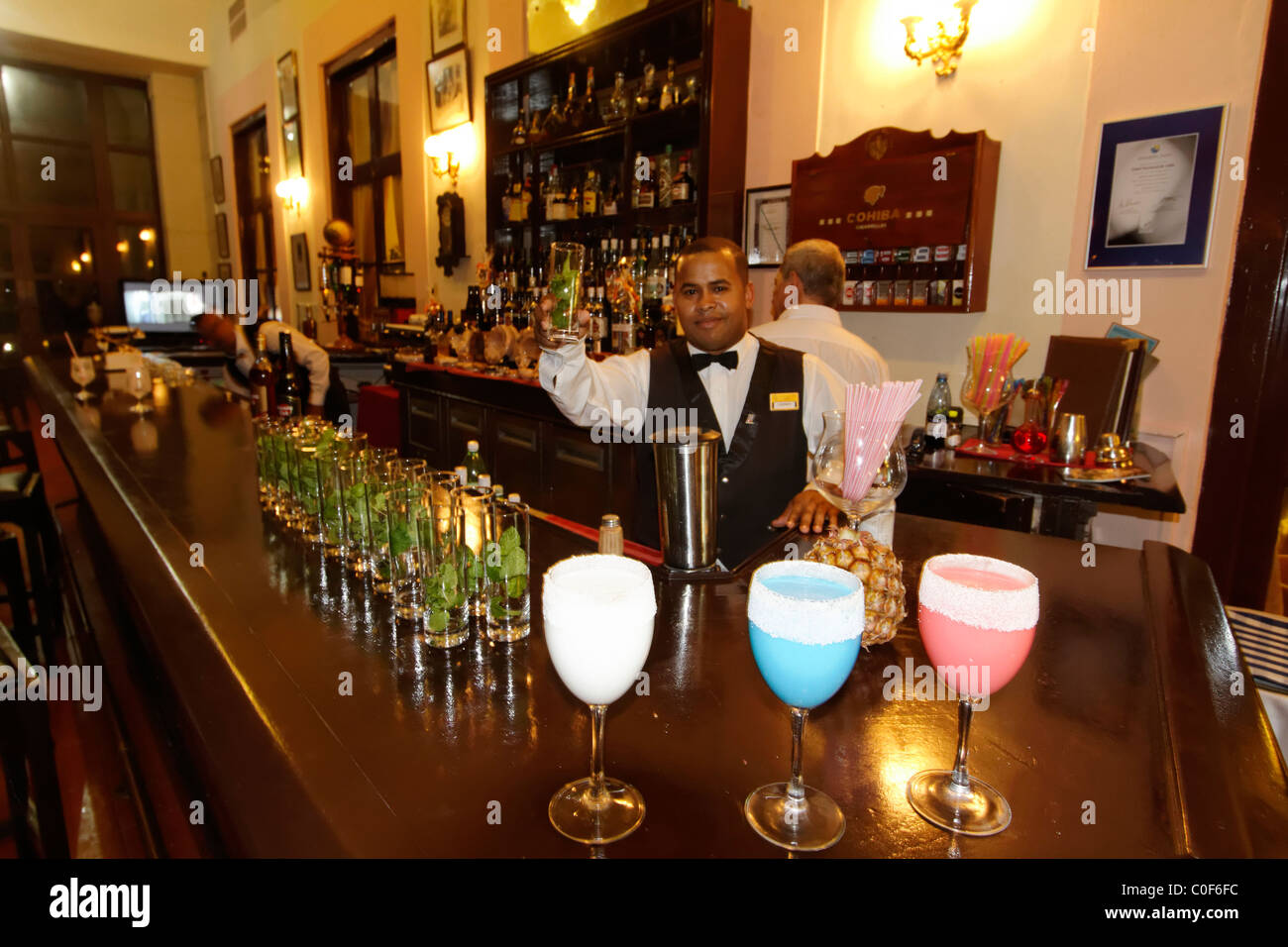 Hotel National Vedado, berühmte Bar, Barkeeper, Frozen Daiquiri, Kuba Stockbild
